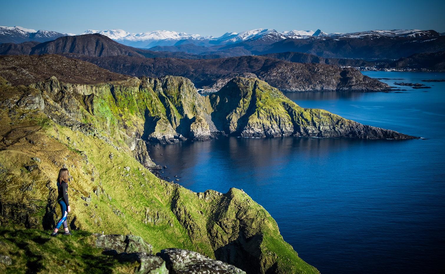 Runde-utsikt-fuglefjell-Havlandet-Fosnavaag-reisegude-reiseapp-lydguide-app-mobilguide-Voice-Of-Norway-Fotograf-Kristoffer-Ytterland