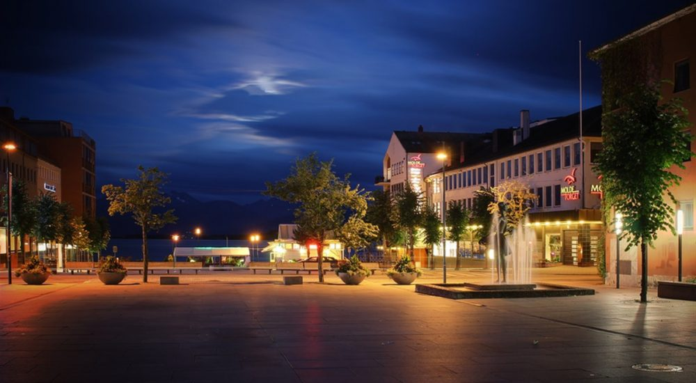 Molde-city-audio-guide-night